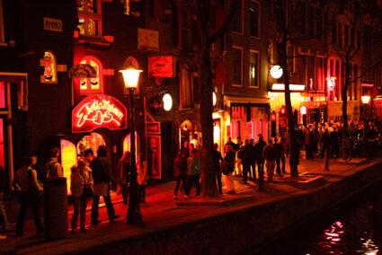 Rotlichtviertel Amsterdam bei Nacht