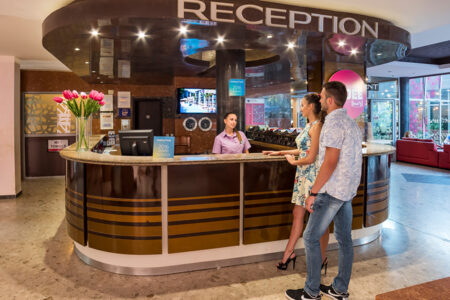 Rezeption im COOEE Mimosa Sunshine Hotel in Bulgarien
