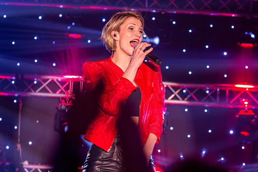 Auftritt von Anna-Maria Zimmermann beim Schlagerfinale in Egmond aan Zee