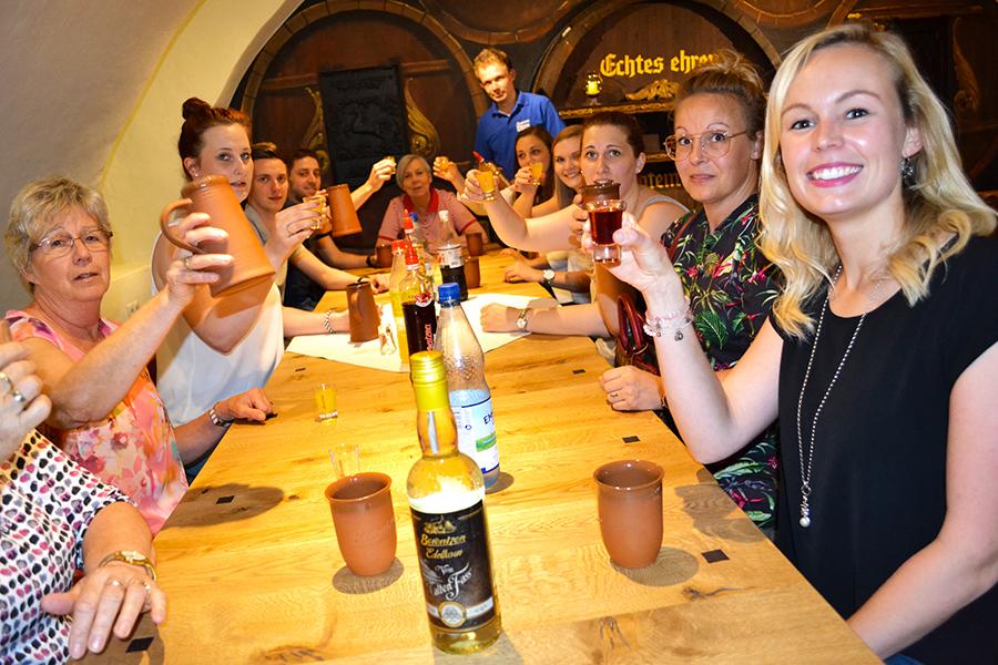 Gruppe bei der Schnapsverkostnung am Berentzen Hof in Haselünne