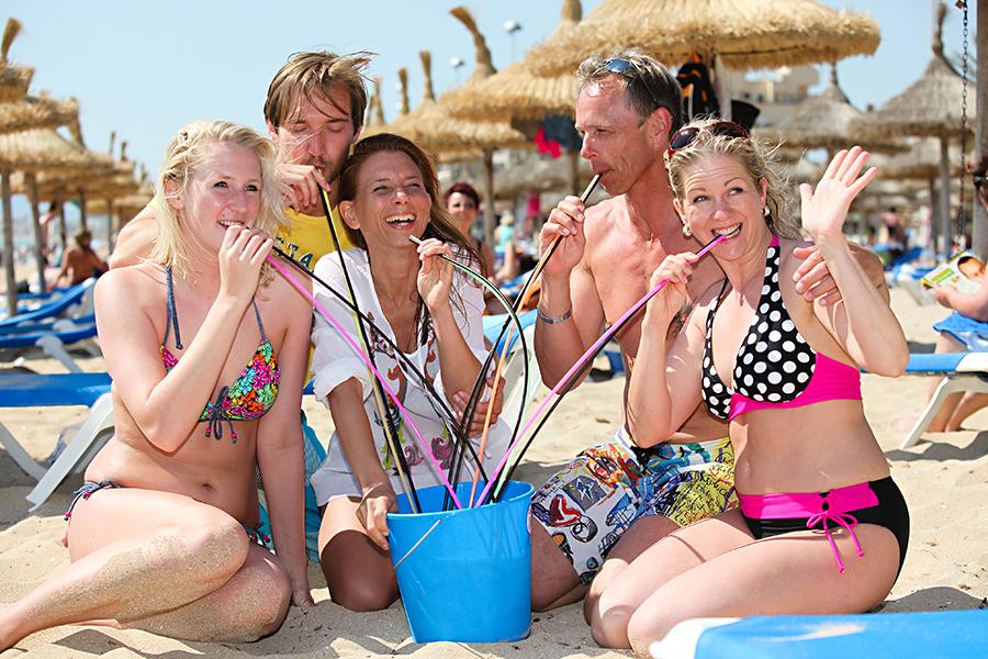 Eimertrinken am Strand auf Mallorca
