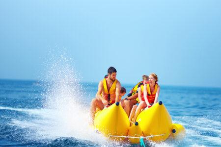 Spaß beim Bananenboot fahren auf Mallorca