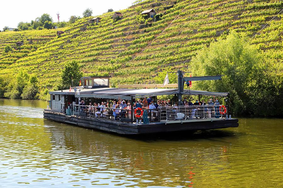Flossfahrt auf dem Neckar in Stuttgart