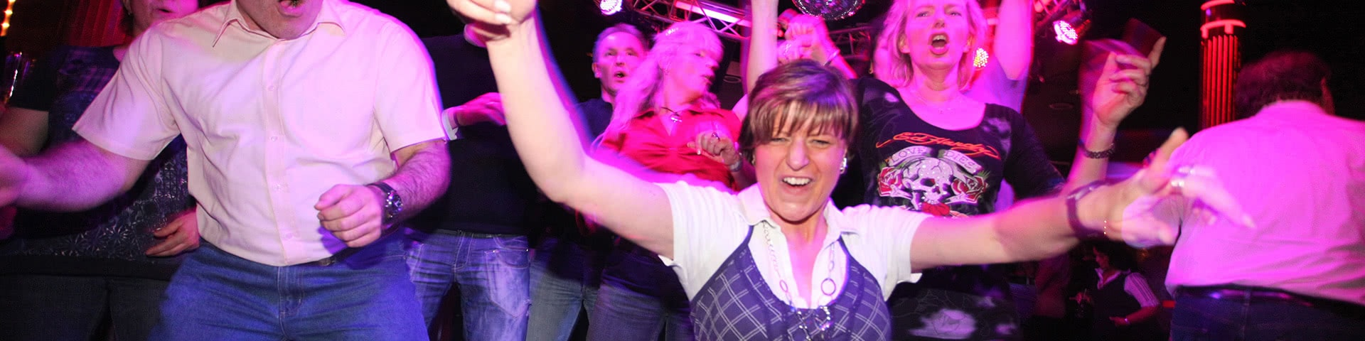 Augelassene Party im Starclub im Sauerland Stern Hotel in Willingen